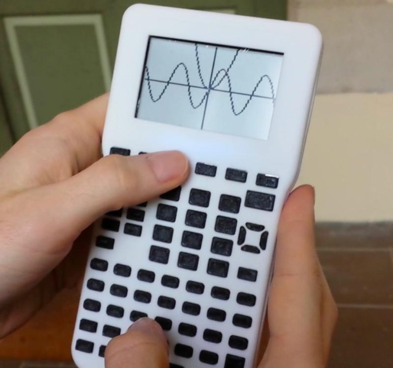 Un calcolatore con Software Libero e Open Hardware  Che si tratti di stampanti 3D, software di modellazione di circuiti, o di una rete globale di stazioni di base satellitare, pi&