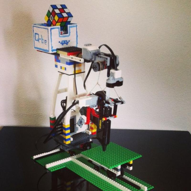 Build Your Own 3D Printer from Lego   This DIY 3D printer is built from Legos, and version 2.