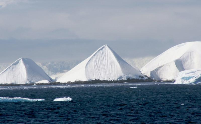 Le misteriose Piramidi di Ghiaccio scoperte in Antartide.