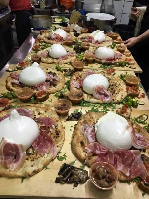 Pizza con Zizzona di BattipagliaIngredienti300 grammi di farina 00175 grammi di acqua25 millilitri di olio extravergine d&