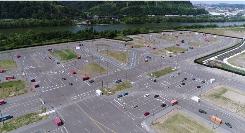 Uber ha costruito una finta cittadina per testare le vetture a guida autonoma.