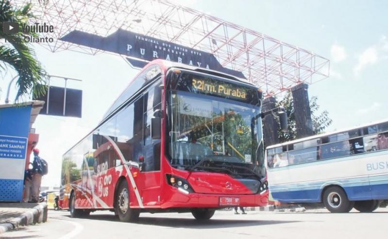 Indonesia, il Bus si paga con i rifiuti di plastica, per incentivare la raccolta differenziata.